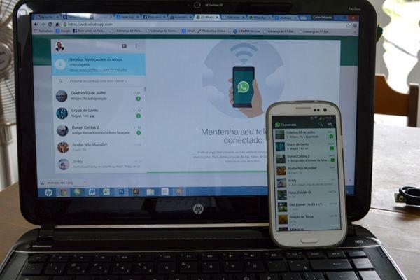 Ватсап на ноутбуке и телефоне